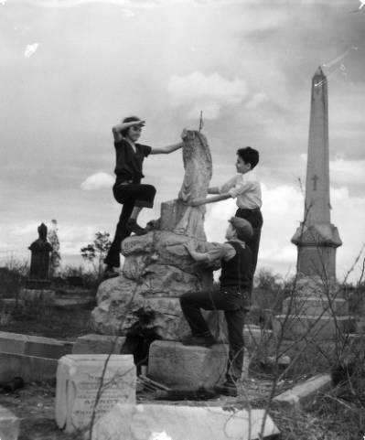 Calvary_Cemetery (1)